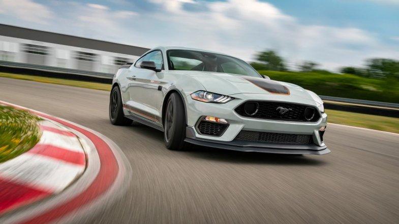 Les plans produits automobiles ont-ils négligé la passion, élément pourtant essentiel dans la vente ?