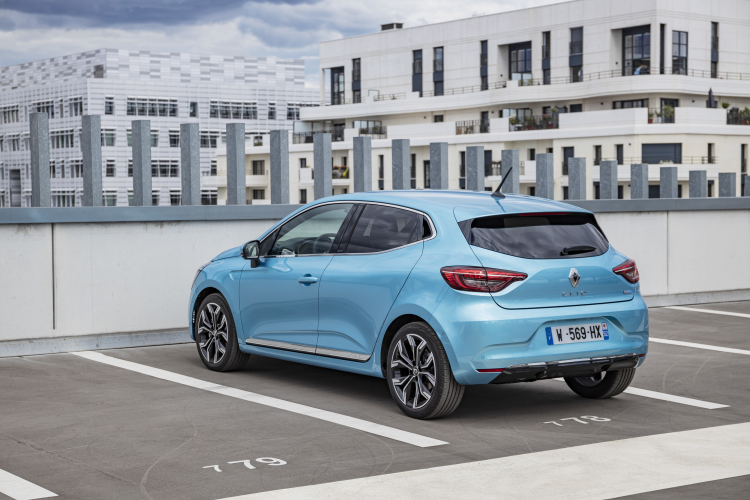 Le marché automobile français de juin tiré par les ventes aux particuliers