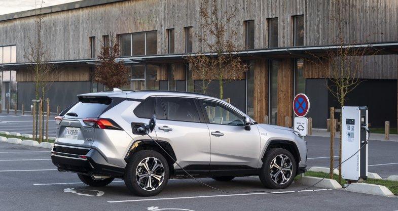Suzuki élargit sa gamme avec l'arrivée du break Swace et du SUV Across