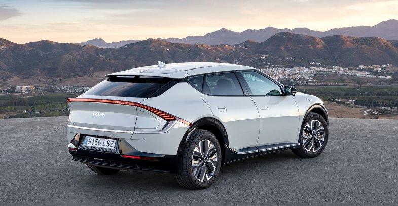 Kia se renforce dans l'électrique et le haut de gamme avec l'EV6